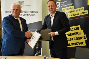 Na zdjęciu: drTadeusz Kierzyk, Rektor UJW orazTomasz Rawecki, prezes PeBeKi